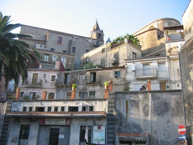 <strong>Castiglione di Sicilia</strong>. Paese pieno di storia e di leggende fu abitata dai Greci