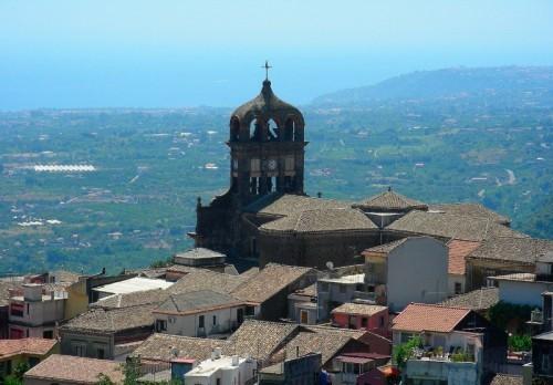 <strong>Sant'Alfio</strong>. Architettura e paesaggio le bellezza di luoghi d'incanto