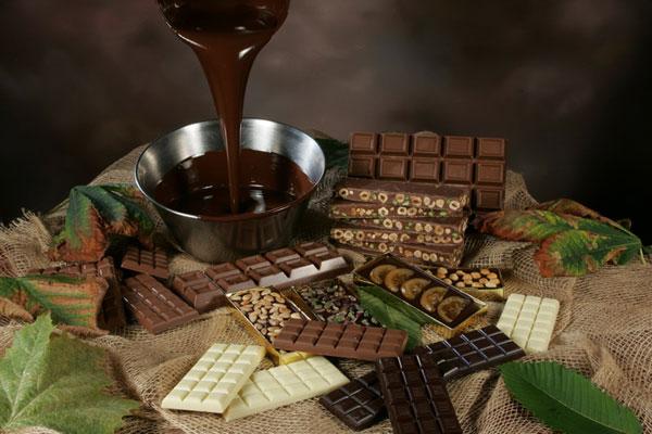 <strong>Il cioccolato</strong>: l'antidepressivo per eccellenza. Miglioramento lo stato d'animo ed innalza il tono dell'umore