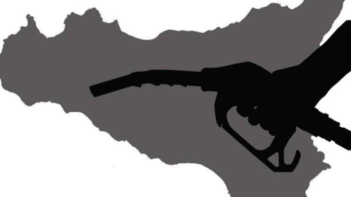 <strong>Benzina</strong>. In Sicilia i prezzi più alti d'Italia nonostante si raffini il 40% del petrolio