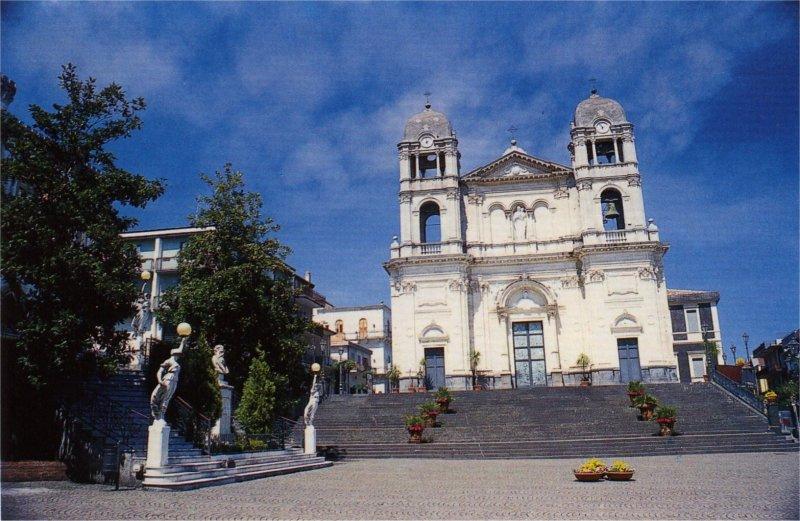 Racconti viaggio zafferana etnea santa venerina perle for Di mauro arredi zafferana