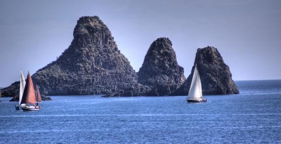<strong>Una costa tutta da scoprire</strong>. Lo spettacolo del mare ai piedi dell&#8217;Etna