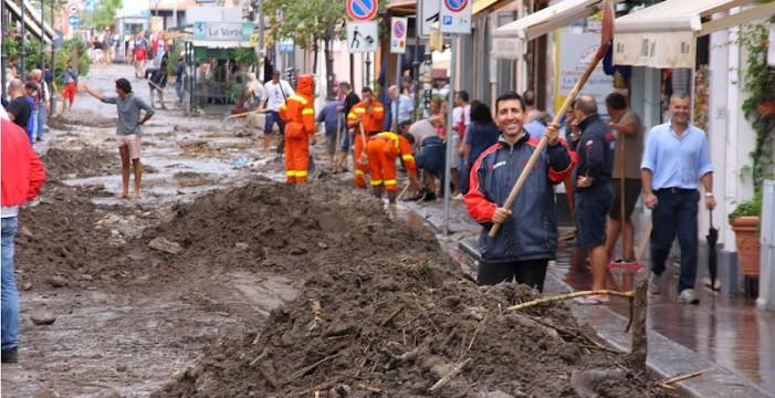 <strong>Lipari</strong>. Scuole allagate e un fiume di fango