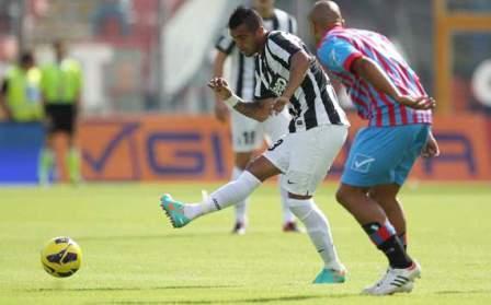 <strong>La Juve vince a Catania</strong> tra le polemiche