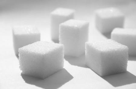 <strong>Lo zucchero</strong> nascosto nel cibo e nelle etichette. Iniziamo a comprendere bene cosa compriamo