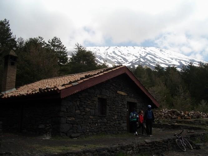 <strong>I rifugi dell'Etna</strong>. La calda accoglienza di Mongibello