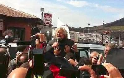 """<strong>Grillo scala l'Etna</strong>. """"la mafia bisogna quotarla in borsa"""""""