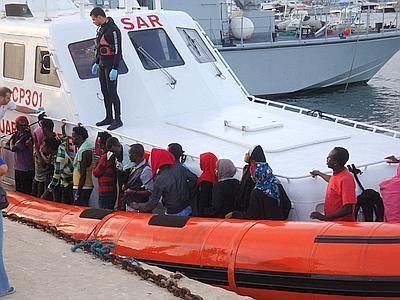 <strong>Soccorsi 75 profughi nel Canale di Sicilia</strong>. Tra di loro, una donna incinta
