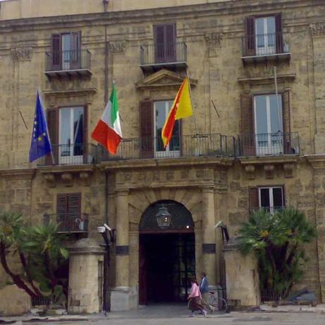 Sicilia, restrizioni in 55 comuni: in vigore il piano anti No Vax
