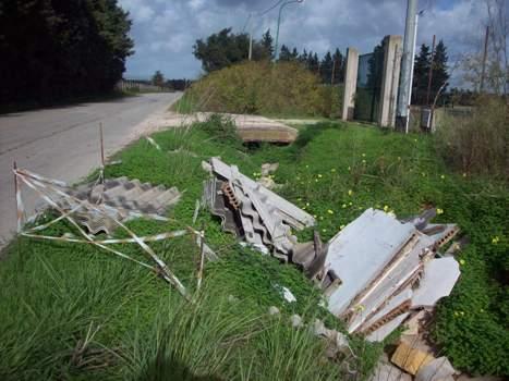 <strong>Segnalazione</strong>: eternit abbandonato in C/da Casuzze (Porto Palo di Menfi-Selinunte)