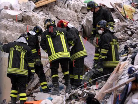 <strong>Palermo</strong>, crollano due palazzine: 4 morti sotto le macerie