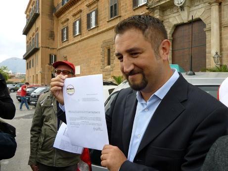 <strong>Giancarlo Cancelleri</strong>: il nostro stipendio eccedente i 5000 euro al microcredito