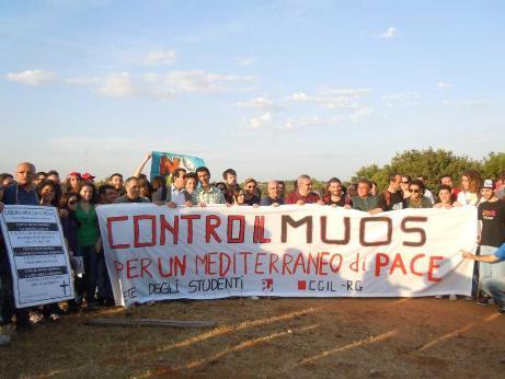 """<strong>Gli attivisti criticano le dichiarazioni a favore del super-radar</strong>: """"Muos innocuo? Zichichi si metta sotto le antenne con la famiglia"""""""