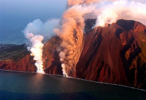 """Per il <strong>vulcano Stromboli</strong> """"avviso di criticità elevata"""""""