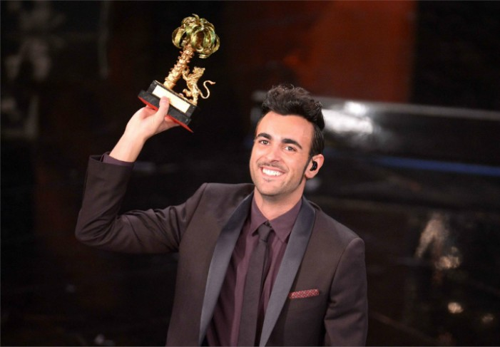 """<strong>Sanremo 2013</strong>, trionfa Marco Mengoni """"Dedico la vittoria a Luigi Tenco"""""""