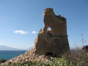 Palermo, crolla torre costiera