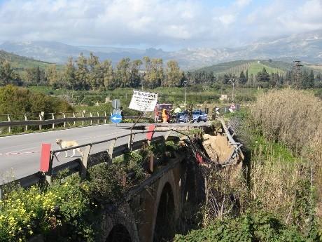 L'ANAS propone soluzione per il ripristino del <strong>viadotto Verdura</strong>. Tempi stimati: 30-40 giorni.