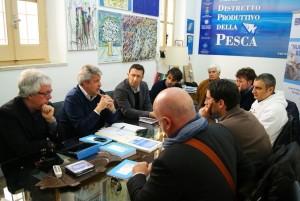 L On. Mangiacavallo e gli attivisti mazaresi M5S in visita al Distretto della Pesca