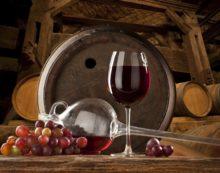 Lo zucchero nel vino divide l'Europa. Le regole che danneggiano la nostra agricoltura