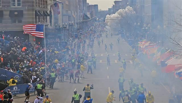 Esplosioni alla maratona di Boston, la <strong>diretta video</strong>