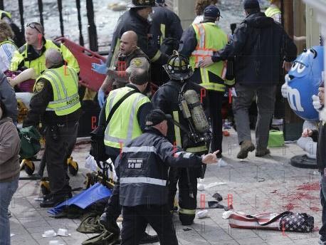 <strong>Boston</strong>, attentato alla maratona. Chiuso lo spazio aereo