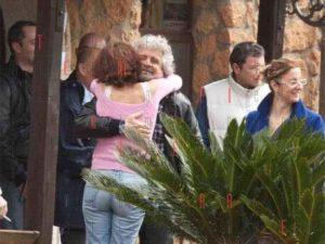 I grillini al conclave con Beppe Grillo vicino al Lago di Bracciano