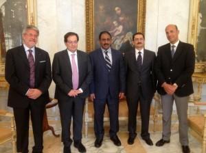Da sx Pres Distretto Pesca Tumbiolo- Pres della Regione Siciliana Crocetta- Ministro della Pesca Yemen- Ambasciatore dello Yemen- Cons diplomatico Sicilia Ben Abdelaali