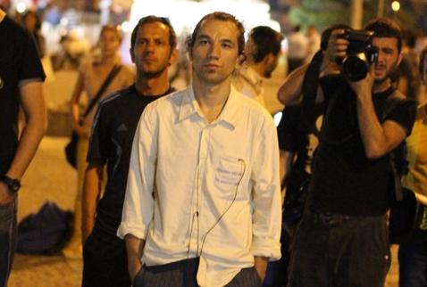 <strong>La rivolta dell&#8217;uomo in piedi</strong>; e il silenzio per dire: io ci sono
