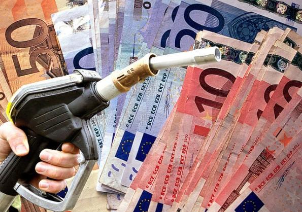 Benzina, da domani scatta un nuovo aumento