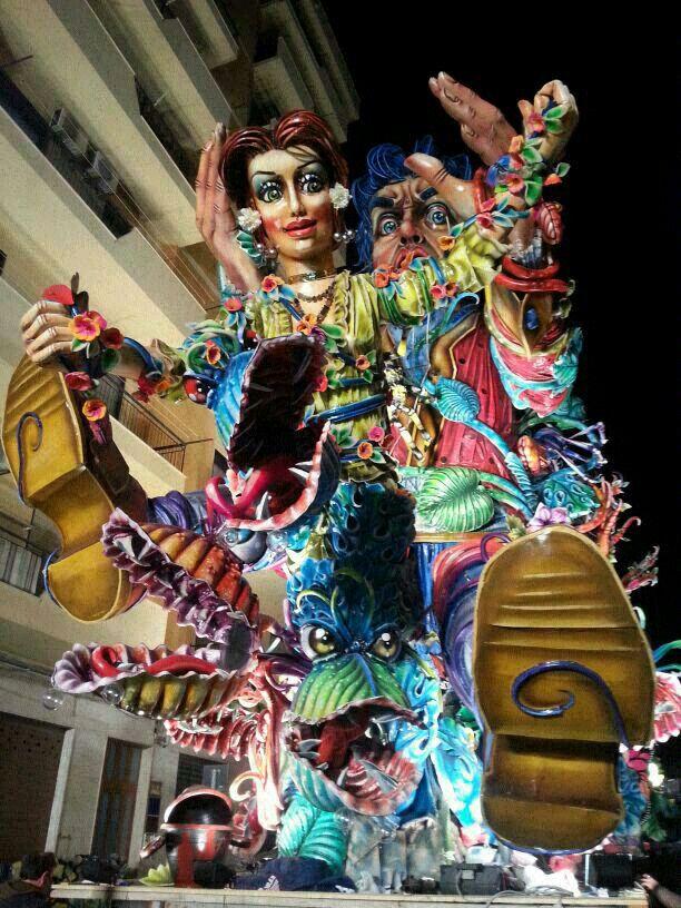 Tragedia al Carnevale di Sciacca, bimbo di quattro anni muore cadendo da un carro