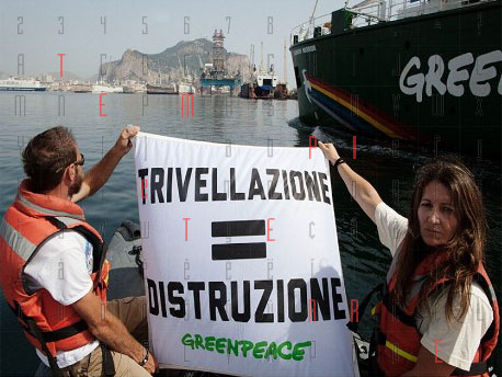 """<strong>Greenpeace, la denuncia a Palermo</strong>: """"Frane, tsunami gasdotti fragili e incendi i rischi delle trivellazioni"""""""