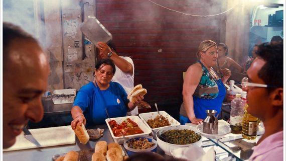 <strong>Luoghi, popoli, culture, tradizioni</strong>: Cucina da strada e comunicazione