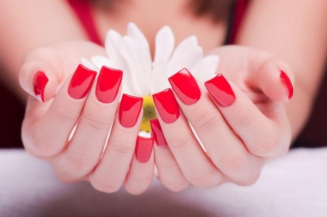 Smalti semipermanenti: come fare la manicure a casa