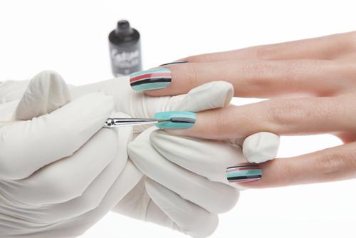 Trattamento unghie: smalti semipermanenti o gel?
