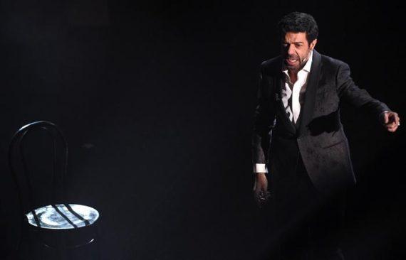 Sanremo 2018: Pierfrancesco Favino emoziona con il monologo sui migranti – IL VIDEO