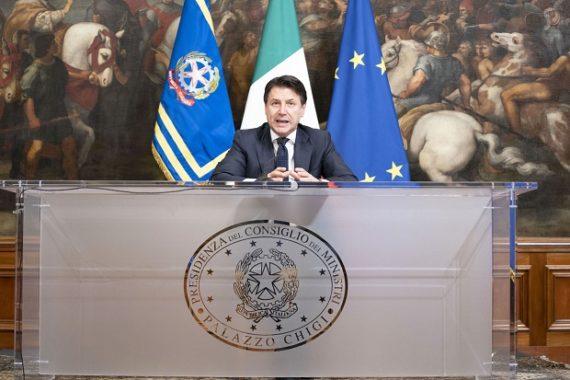 Decreto Conte, ecco le attività economiche che resteranno aperte. L'elenco dei servizi essenziali