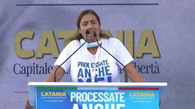 """Catania, Angela Maraventano sul palco di Salvini: """"La nostra mafia non ha più il coraggio di prima"""""""