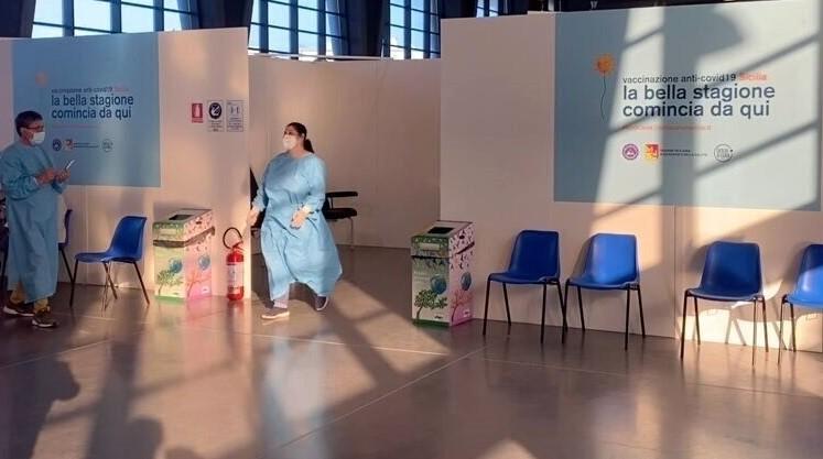 Vaccini, in Sicilia via alle prenotazioni tra i 16 e i 59 anni