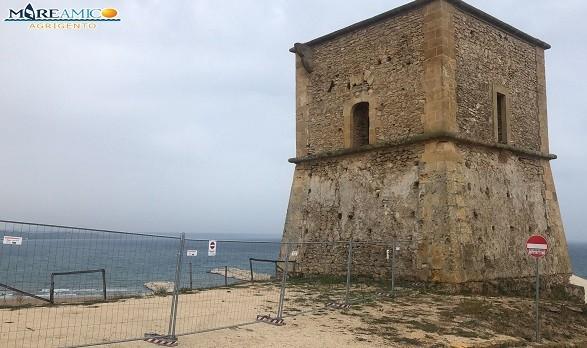 """Porto palo di Menfi, Mareamico: """"Chi e con quali autorizzazioni ha transennato la Torre saracena?"""""""